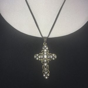 Gorgeous cross and crystal necklace